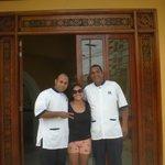 Entrada del hotel con Cesar :)