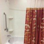 Huge bathroom... with tub!