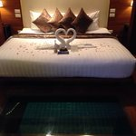 honeymoon bed presentation