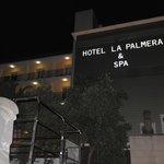 Вход в отель La Palmera