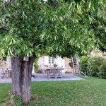 vue de la maison d'hôtes et de son jardin