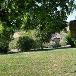 vue du jardin autour de la maison d'hôtes