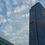 Hotel und Fernsehturm von unten