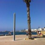пляжная зона и набережная в Пафосе