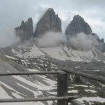 Le Tre cime di Lavaredo viste dai piedi del Rifugio Locatelli