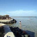 Strand.... Im Hintergrund der Steg zum Hausriff
