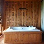 The bathtub at the balcony