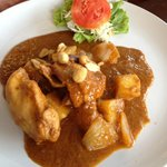 Massaman curry - meat cut in too-large chunks, flavour did not penetrate the dry tasteless  meat