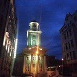 Mezzanotte intorno all'hotel (a Riga)