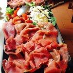 tagliere prosciutto, stracciatella, pachino e olive taggiasche