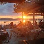 Ηλιοβασίλεμα στο εστιατόριο! Μούρλια φαγητό, μούρλια θέα!!!