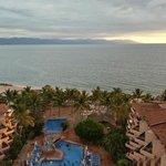 vista alberca y mar desde el hotel