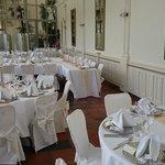 Tische für die Hochzeitsgesellschaft