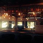 Snyggt inredd bar och hotell. Chamonixs absolut bästa cappuccino. Mycket fint hotell och trevlig