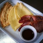 Gluten Free pancakes with bacon ans maple syrup!