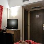 TV, acceso a Baño y puerta de entrada