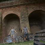 Riding along the Medieval walls with our Le Stanze bikes