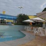 piscina e restaurante