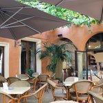 der toll beschattete wunderbar kühle Innenhof vom Al Doumo