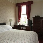 Room 1 With Double Bed Facing Street