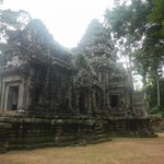 拝殿と中央祠堂