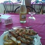 Spiedini di Pesce e vino frizzante