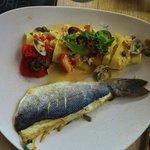 Bar, pappardelle, vongole, king krab, sauce à base de parmesan poivrons grillés