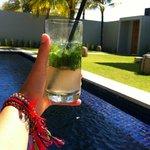 Mojito en la piscina - Mojito at the Swimming pool