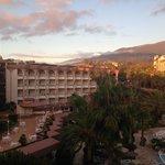 Sonnenuntergang aus Balkonsicht mit Blick auf das Puerto Palace