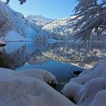 lago santo in abiti invernali..