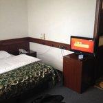 ЖК телевизор и кровать 2*2