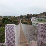 Puente colgante cerca del Poblado Masai