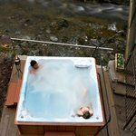 The outdoor hot tub at the Lodore Falls Hotel