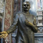 La Statua di San Giuseppe Moscati