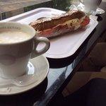 complete sandwich and café creme