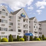 Days Inn & Suites Groton Near the Casinos