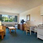 Photo de Days Inn & Suites Groton Near the Casinos