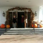 Shirley & Caroline arrive at the Harreseeket Inn Freeport Maine