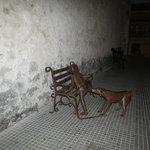 Carmona y su escultura en sus predios