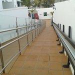 escaleras y rampa ( muy bien adaptado para discapcitados)