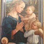 Филиппо Липпи, Мадонна с младенцем, в галерее Уффици