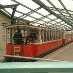 met het rode treintje naar de basiliek di Superga