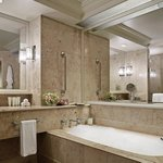 Grand Classic/Grand River Bathroom