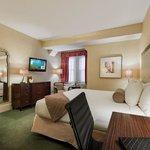 Wayne Hotel King Deluxe Guest Room