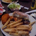 Great burgers & awesome wings!
