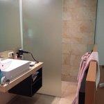 Salle d eau  avec accès direct a la chambre