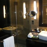 fabulous bathroom also good size