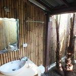 Jungle bathroom (some bungalows)