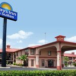 Welcome To The Days Inn And Suites Braunig Lake