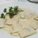 Pâtes fraîches (oui vraiment) farcies sauce au Gorgonzola.
